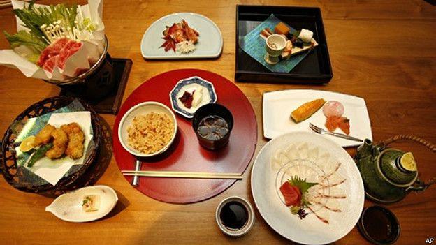 151124123436_unesco_intangible_heritage_japanese_washoku_624x351_ap[1]